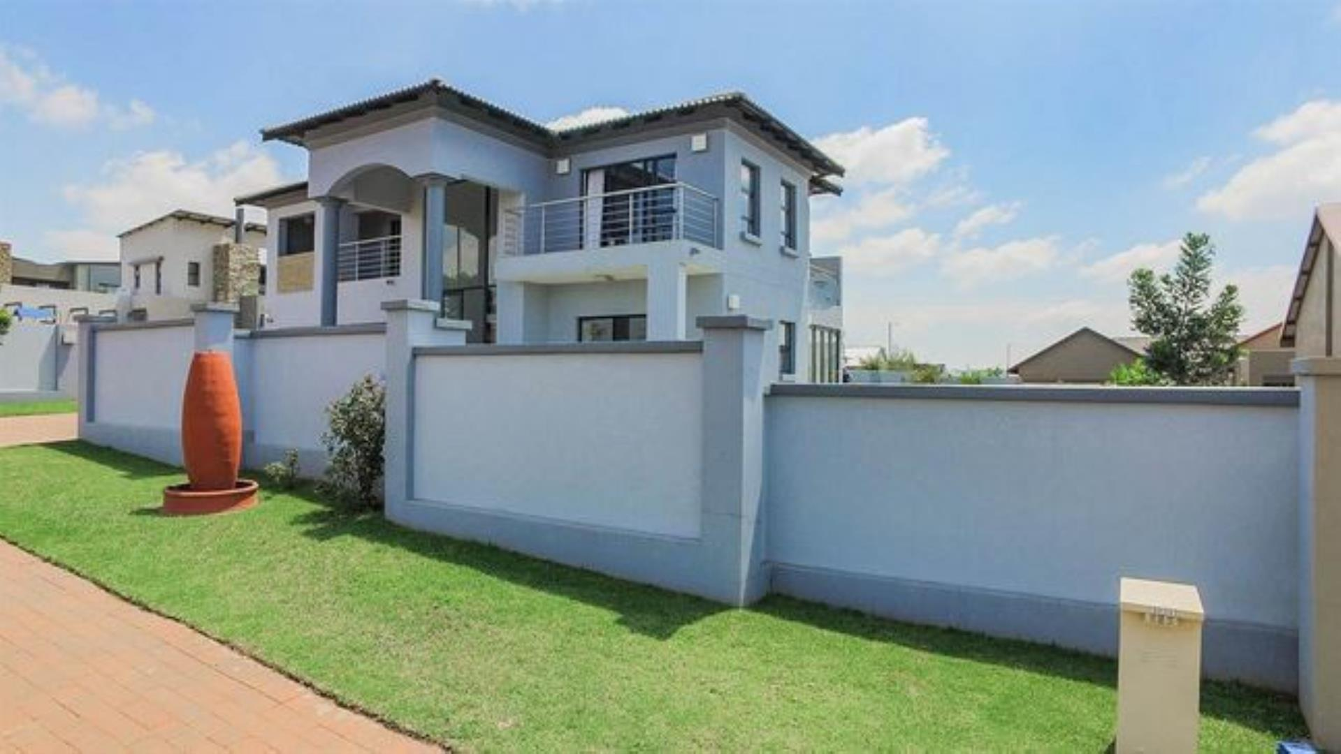 106631_2019-08-26 06_07_13-5 Bed House for sale in Midstream Estate _ T7098 _ Private Property.jpg