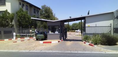 3 Bedroom Apartment for Sale in Somerset West Retail Park, Somerset West - Western Cape