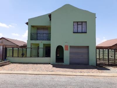 6 Bedroom House for Sale in Ennerdale, Johannesburg - Gauteng