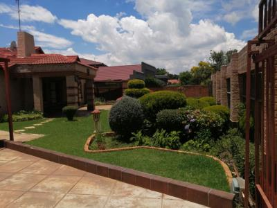 3 Bedroom House for Sale in Rondebult, Germiston - Gauteng