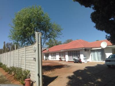 5 Bedroom House for Sale in Mckay A H, Meyerton - Gauteng