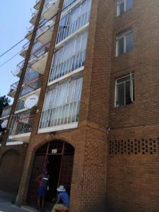 1 Bedroom Flat for Sale in Doornfontein, Johannesburg - Gauteng