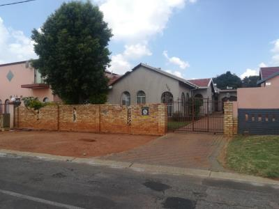 3 Bedroom House for Sale in Ennerdale, Johannesburg - Gauteng